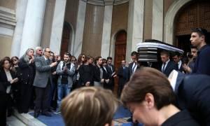 Το «τελευταίο αντίο» στον Γιάννη Αγγέλου (photos)