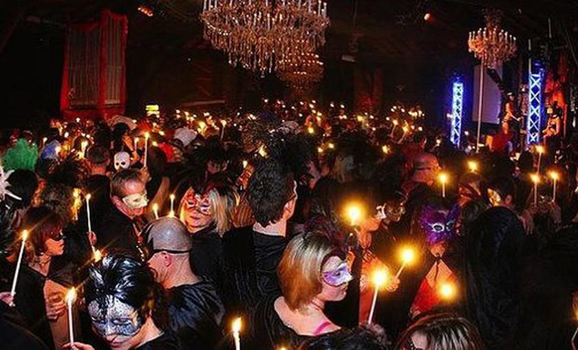 Αχαλίνωτο σεξ, κολασμένα όργια και ανταλλαγές συντρόφων: Η νέα μόδα των πάρτι (photos)