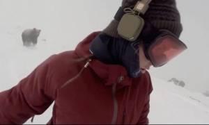 Τρόμος στο βουνό: Αρκούδα κυνηγά ανυποψίαστη γυναίκα! (video)