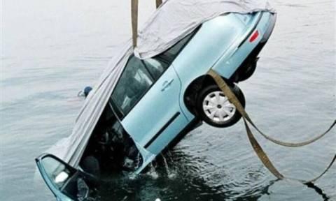 Αυτοκίνητο έπεσε στη θάλασσα της Χαλκίδας