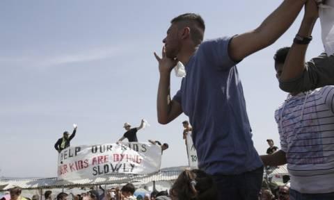 Έτοιμη να «απασφαλίσει» η Ειδομένη - Φόβοι ότι πρόσφυγες θα επιχειρήσουν σήμερα να ρίξουν το φράχτη