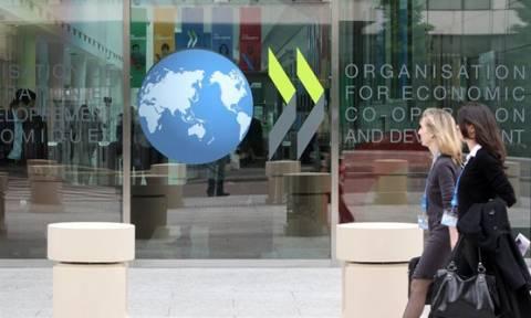 Ο ΟΟΣΑ «βλέπει» μείωση επιβαρύνσεων στους μισθούς και οι Ελληνες «ολίγον» από μισθό