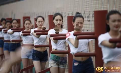 Υποχρεωτικές οι πολεμικές τέχνες για εκατοντάδες αεροσυνοδούς στην Κίνα (Pics)