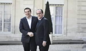 Στη Γαλλία ο Αλέξης Τσίπρας για συναντήσεις με Ολάντ και Σουλτς