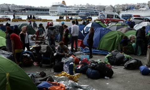 Πιάστηκαν στα χέρια και πάλι στον Πειραιά - Στα όριά τους οι πρόσφυγες