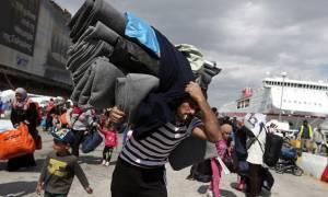 Για τα Οινόφυτα αναχώρησαν με λεωφορείο 49 πρόσφυγες και μετανάστες από τον Πειραιά