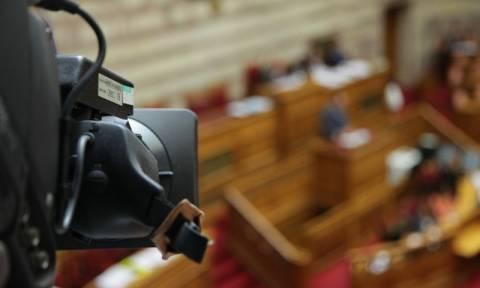 Χαμός στη Βουλή από τις τροπολογίες του υπουργείου Υποδομών