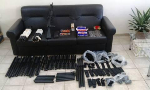 Θήβα: 35χρονος έκρυβε στο σπίτι του ολόκληρο οπλοστάσιο! (pics)