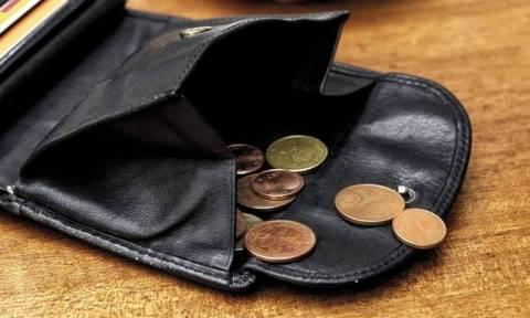 Φορο-σοκ από την αύξηση του ΦΠΑ στο 24% - Τι «βάρη» θα φέρει