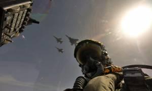 Εντυπωσιακές εικόνες από τα μαχητικά που πέταξαν πάνω από την Αθήνα (vid)