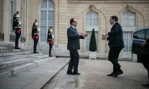 Ικέτης στο Παρίσι ο Τσίπρας για να κλείσει όπως - όπως τη διαπραγμάτευση