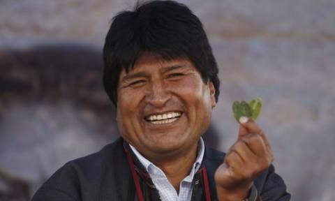 Ο πρόεδρος της Βολιβίας προέτρεψε τον πάπα Φραγκίσκο να καταναλώνει φύλλα κόκας!