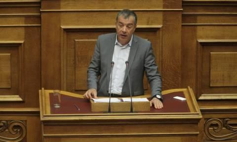 Θεοδωράκης: «Φέρτε στοιχεία κι αφήστε τις μπαταριές»