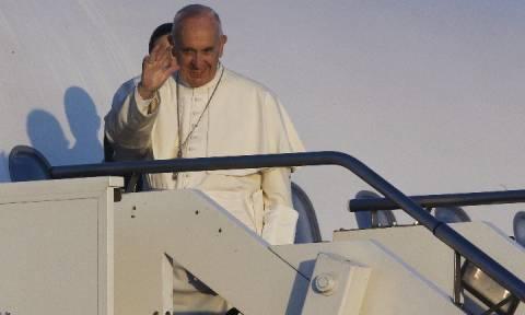Επίσκεψη Πάπα στη Μυτιλήνη: Δείτε LIVE εικόνα