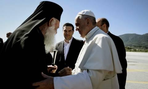 Επίσκεψη Πάπα στη Μυτιλήνη: Σπάει το πρωτόκολλο ο Ποντίφικας