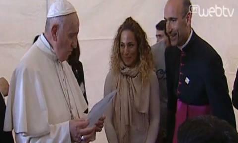 Επίσκεψη Πάπα στη Μυτιλήνη - Συγκινητικές στιγμές στο κέντρο φιλοξενίας της Μόριας