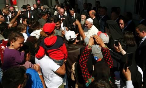 Επίσκεψη Πάπα στη Μυτιλήνη: Οι τρεις θρησκευτικοί ηγέτες παραβίασαν το πρωτόκολλο ασφαλείας
