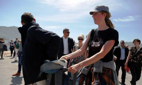 Επίσκεψη Πάπα στη Μυτιλήνη: 4 συλλήψεις γυναικών κατά τη διάρκεια της ομιλίας του (pics&vid)