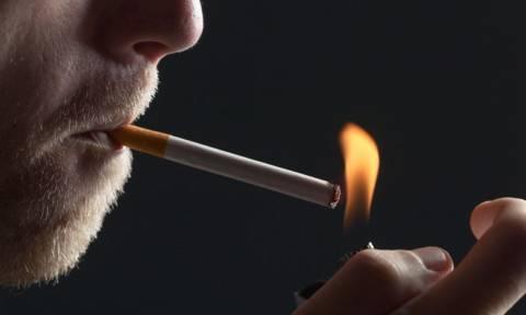 Οι άνεργοι καπνιστές δυσκολεύονται περισσότερο να βρουν δουλειά