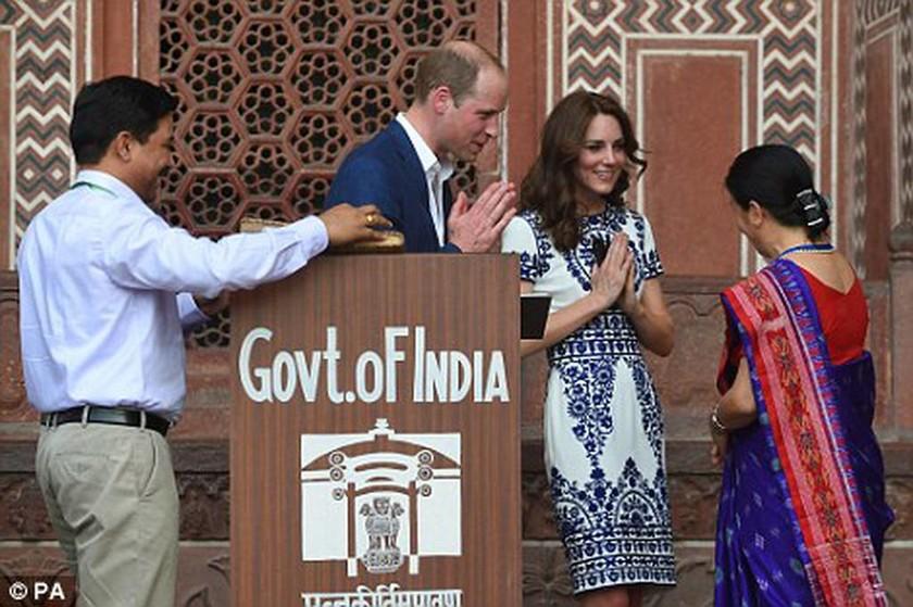 Ο πρίγκιπας Ουίλιαμ στο Ταζ Μαχάλ, 24 χρόνια μετά τη μητέρα του