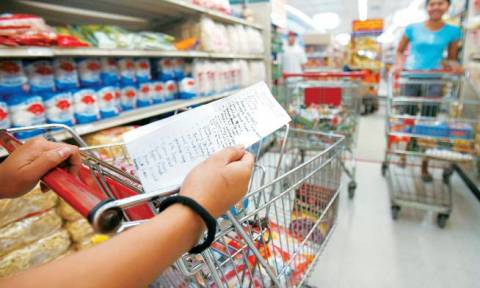 Φορολογικό: Πόσα και ποια προϊόντα θα ακριβύνουν με την αύξηση ΦΠΑ στο 24%