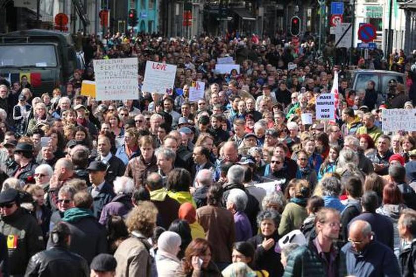 Βέλγιο: Χιλιάδες κάτοικοι των Βρυξελλών πραγματοποίησαν πορεία κατά του ISIS (Pics & Vids)