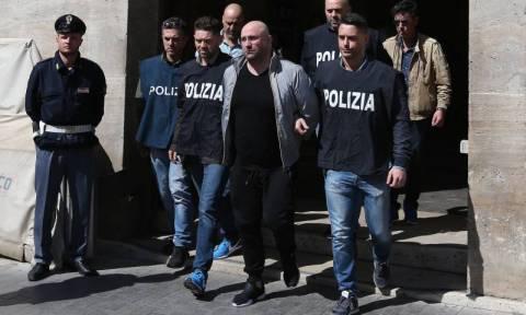 Συνελήφθη ο αρχιμαφιόζος της Νάπολης με την ερωμένη του – Δείτε το «κόλπο» των αστυνομικών (Pics)