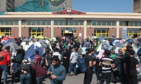 Λιμάνι Πειραιά: Συμπλοκή με έναν πρόσφυγα τραυματία