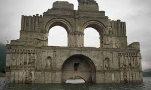 Αναδυόμενος ναός ετών 400! (pics)