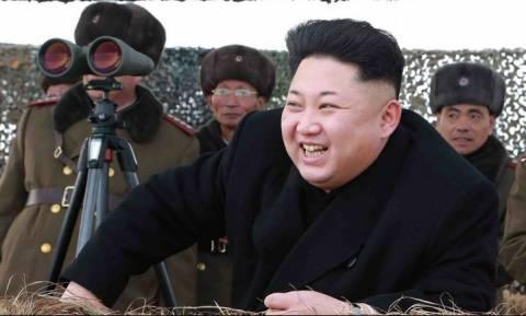 Ο Κιμ Γιονγκ Ουν απαγορεύει τα… τζιν και τα σκουλαρίκια!