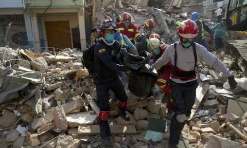 Ισημερινός: Ξένες δυνάμεις σπεύδουν για βοήθεια στη σεισμόπληκτη χώρα - Τους 413 έφτασαν οι νεκροί