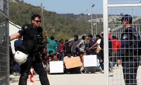 Πρόσφυγες αφήνονται ελεύθεροι από τα hot spot Χίου και Μόριας