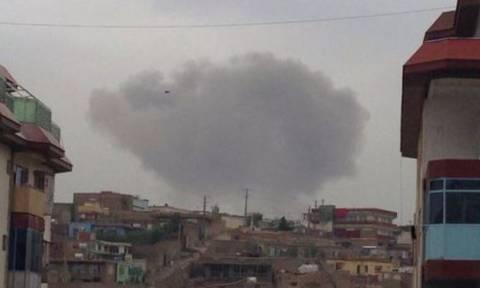 Καμπούλ: 28 νεκροί και εκατοντάδες τραυματίες από την επίθεση των Ταλιμπάν