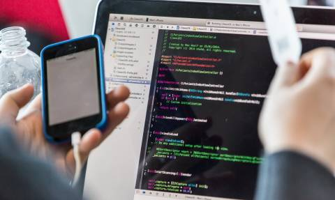 Προσοχή πού τον δίνετε! Ένας χάκερ μπορεί να εισβάλει στο κινητό σας γνωρίζοντας μόνο τον αριθμό σας