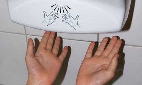 Προσοχή: Γιατί ΔΕΝ πρέπει να χρησιμοποιήσετε ποτέ ξανά τους στεγνωτήρες χεριών!