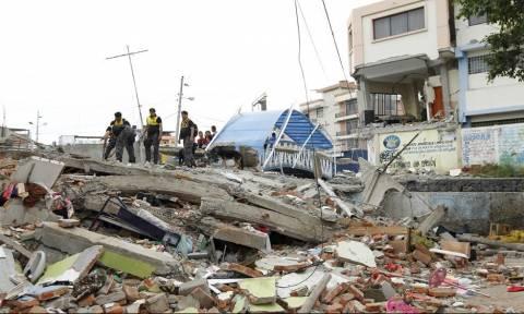 Στους 480 οι νεκροί από τον καταστροφικό σεισμό στον Ισημερινό - Δεν σβήνει η ελπίδα (videos)