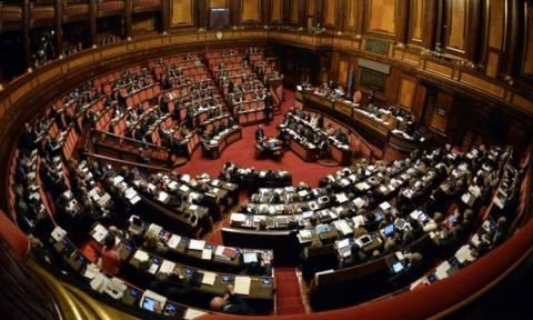 Ιταλία: Αλώβητη η κυβέρνηση Ρέντσι - H ιταλική γερουσία καταψήφισε και τις δύο προτάσεις μομφής