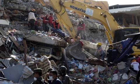 Ισημερινός: Στους 525 ανήλθαν οι νεκροί από τον φονικό σεισμό των 7,8 βαθμών (pics+vid)