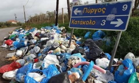 Πύργος: Μαζεύουν τα σκουπίδια για να περάσει η Φλόγα και τα πετούν στο γήπεδο (pics)