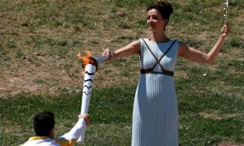 Ξεκίνησε το ταξίδι της η Ολυμπιακή Φλόγα (photos)