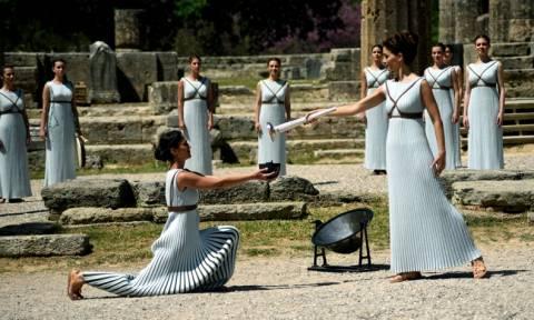 Ολυμπιακή Φλόγα: Συγκίνηση και νοσταλγία για το μεγαλείο της Ελλάδας
