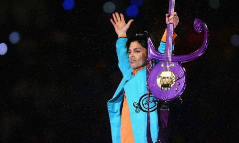 Prince: «Είμαι ζωντανός και αρκετά καλά»