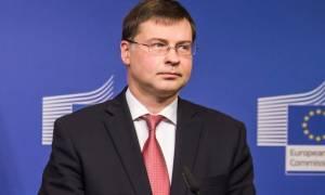 Ντομπρόβσκις: Δεν φεύγουν τα έκτακτα μέτρα από το τραπέζι