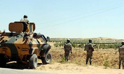 Hürriyet: Η Τουρκία αύξησε τα άρματα μάχης στα σύνορα με τη Συρία