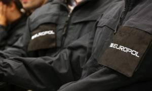 Το «έπαιζε» αστυνομικός της Europol και συνελήφθη - Είχε μέχρι και φάρο περιπολικού!