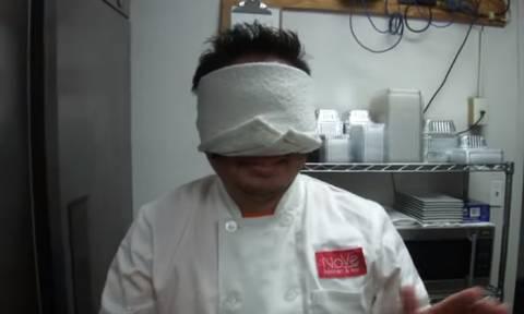 Αυτό είναι το βίντεο που κάνει θραύση – Δείτε τι κάνει ένας σεφ με… κλειστά τα μάτια