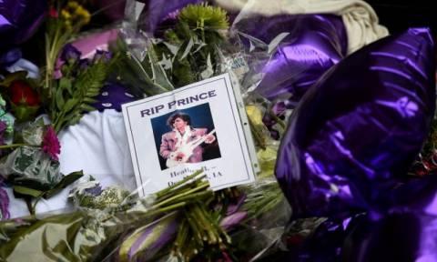 Η στιγμή που οι στάχτες του Prince μεταφέρονται στο μυστικό μέρος όπου θα τοποθετηθούν (photos)
