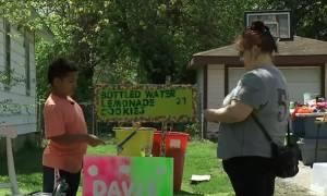 Συγκινητικό: 9χρονος πουλά λεμονάδες για να πληρώσει την υιοθεσία του!