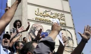 Αίγυπτος: Δυναμώνουν οι φωνές κατά του προέδρου αλ Σίσι
