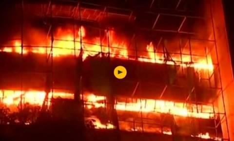 Ανεξέλεγκτη πυρκαγιά κατέστρεψε ολοσχερώς το Μουσείο Φυσικής Ιστορίας της Ινδίας (Vids)
